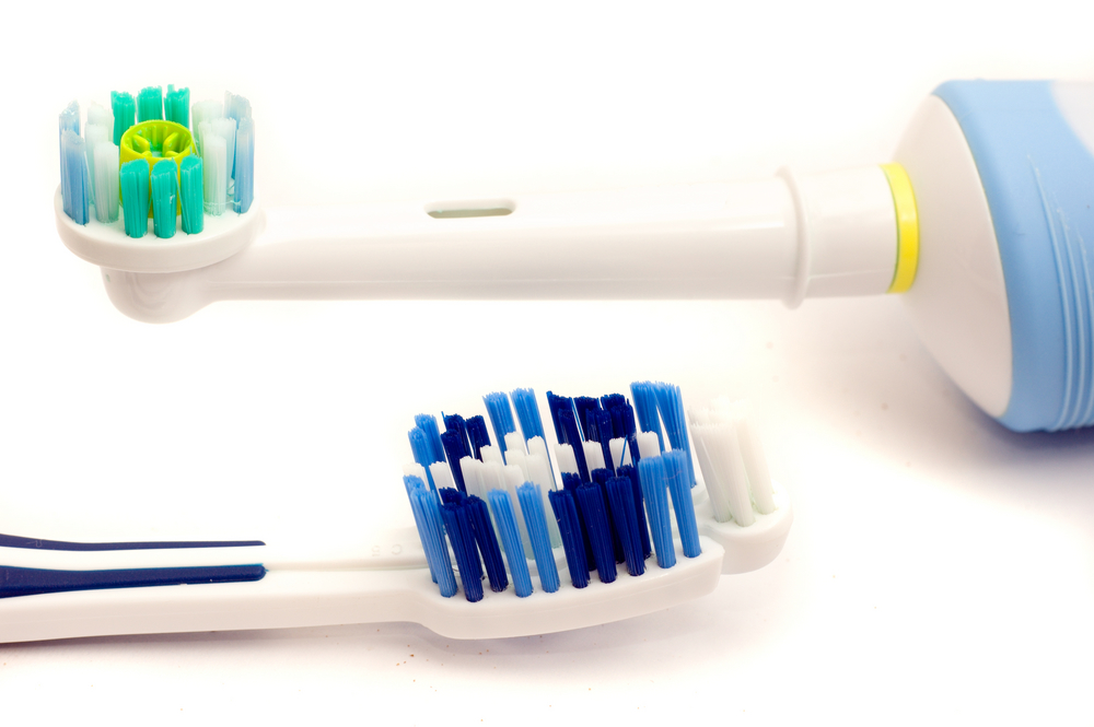 Manual toothbrush and electric toothbrush
